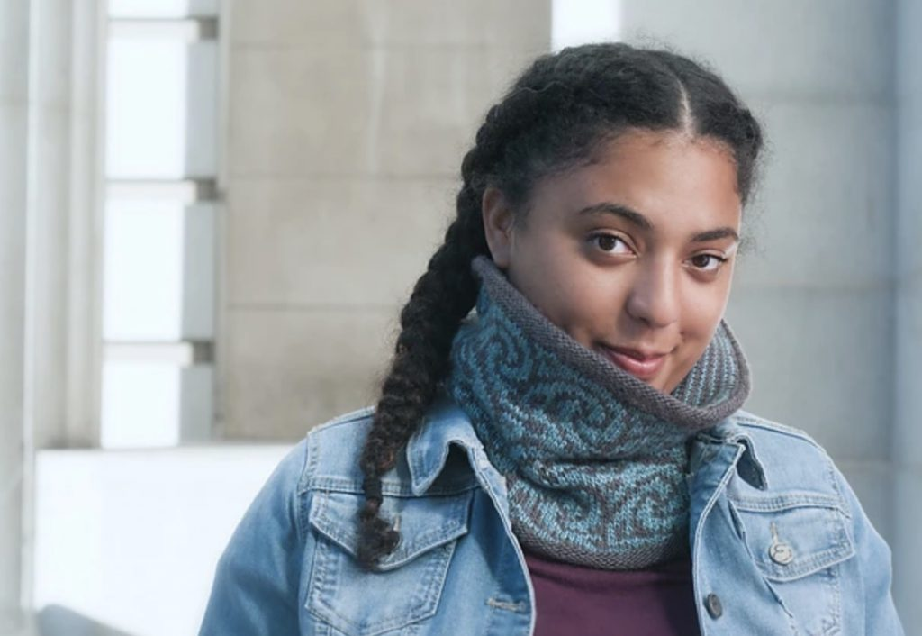 Gyre (gray and blue colorwork cowl)