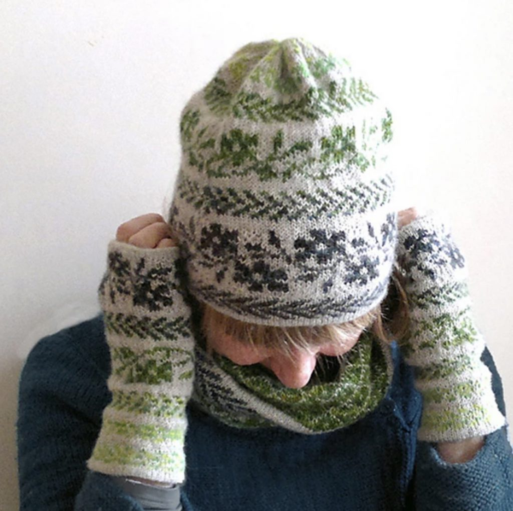 wild rose hat green/grey/white hat and mitts